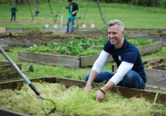 Comcast Cares Day at Bartram's Garden
